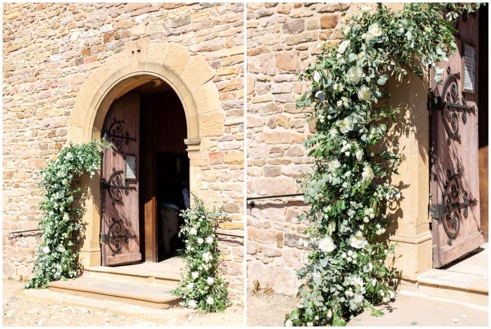 entrée de l'église saint amour bellevue décorée