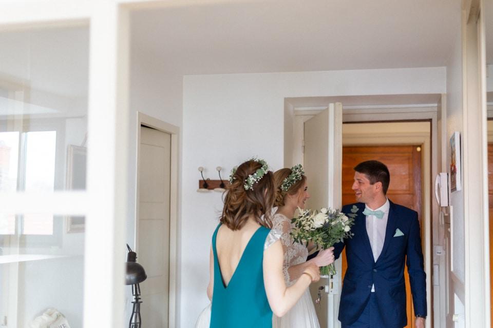 découverte de la mariée par son frère