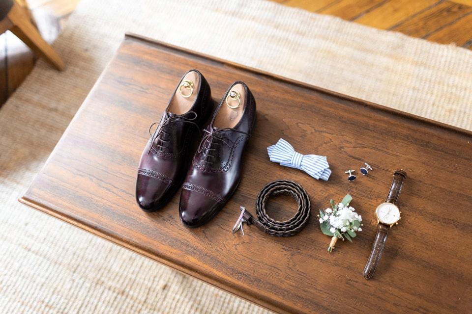 les préparatifs du marié dans un appartement lyonnais