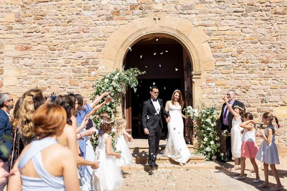 sortie des mariés à la fin de la cérémonie