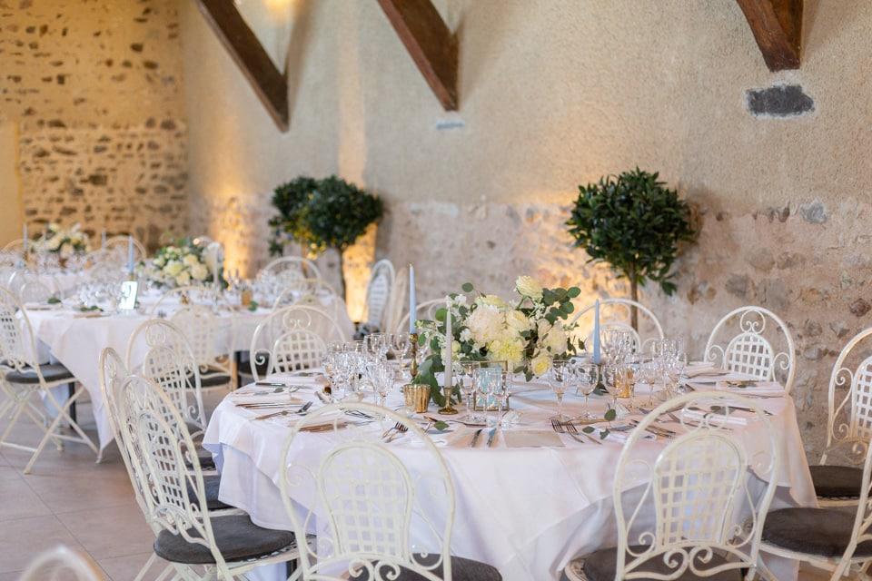 décoration de la salle de réception de mariage du domaine la javerniere lyon