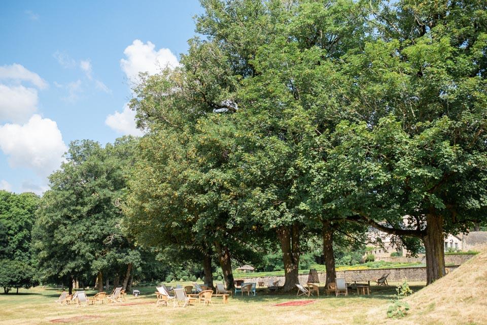 mariage aux jardins de barbirey et espace détente sous les arbres