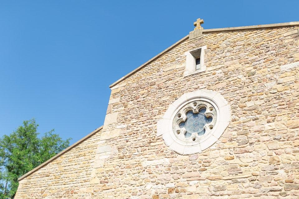 eglise saint amour bellevue lors du mariage dans le beaujolais