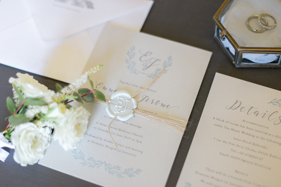 faire part de mariage élégant lors des preparatifs dans le beaujolais
