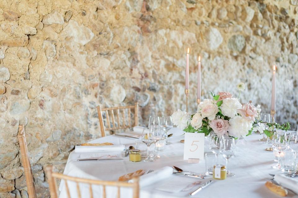 décoration des tables du diner de mariage par fleurs de fee
