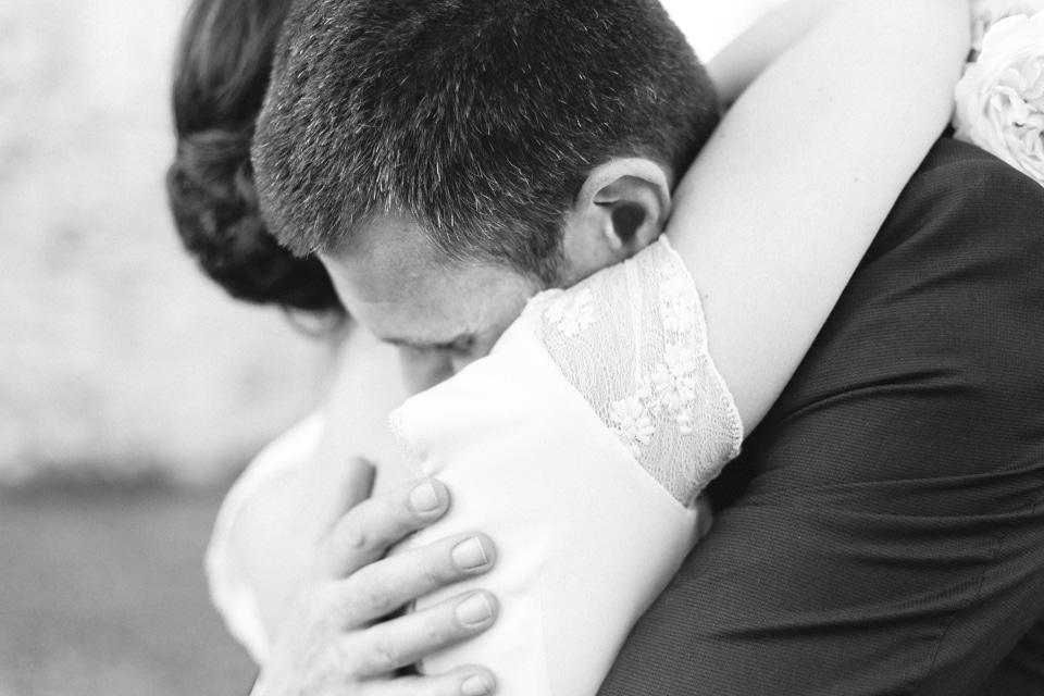 photo des mariés en noir et blanc