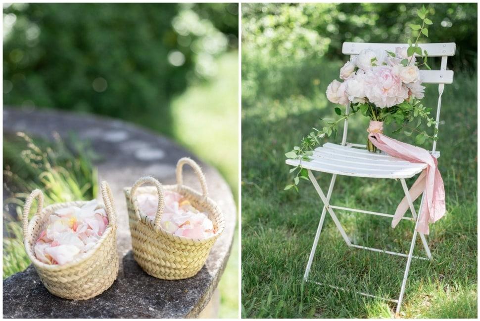 Paniers de pétales de fleurs et bouquet de la mariée