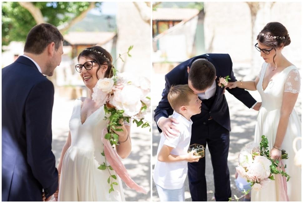 découverte des mariés devant la mairie dans la drome