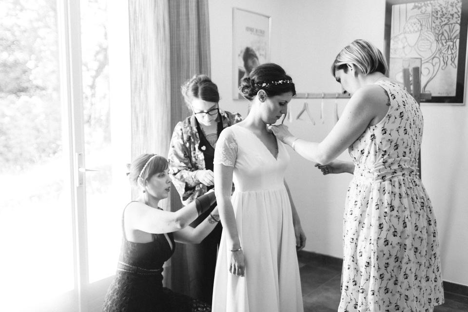 habillage de la mariée en noir et blanc