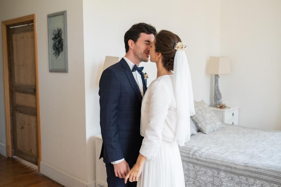 first look des mariés avant la cérémonie de mariage
