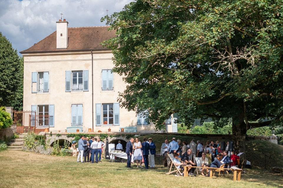 cocktail durant un mariage au chateau de barbirey