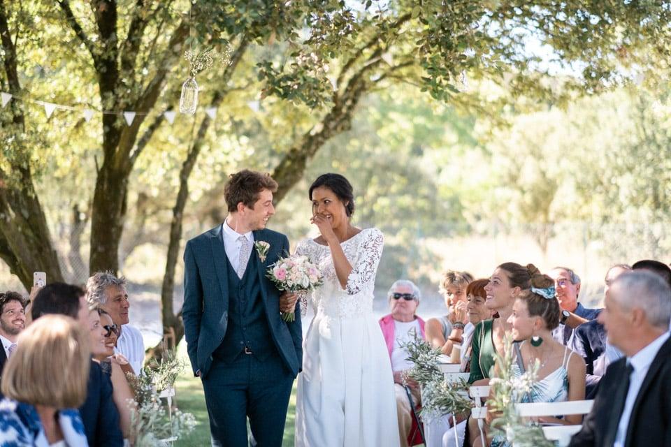 arrivée des mariés à la cérémonie laïque