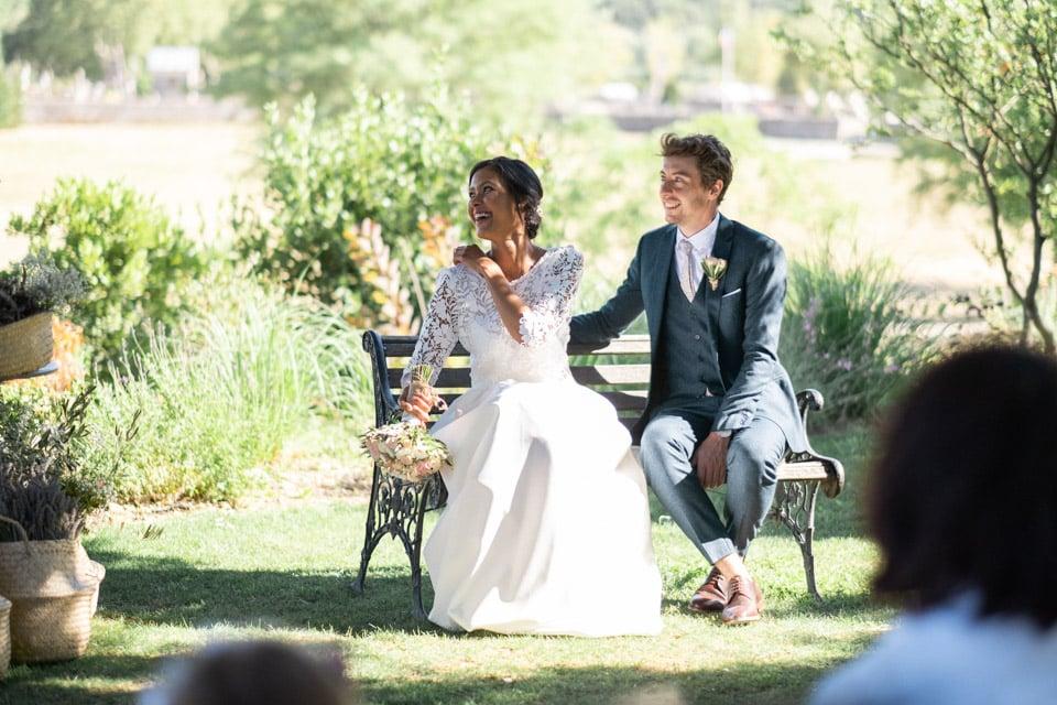 les mariés lors de la cérémonie laïque