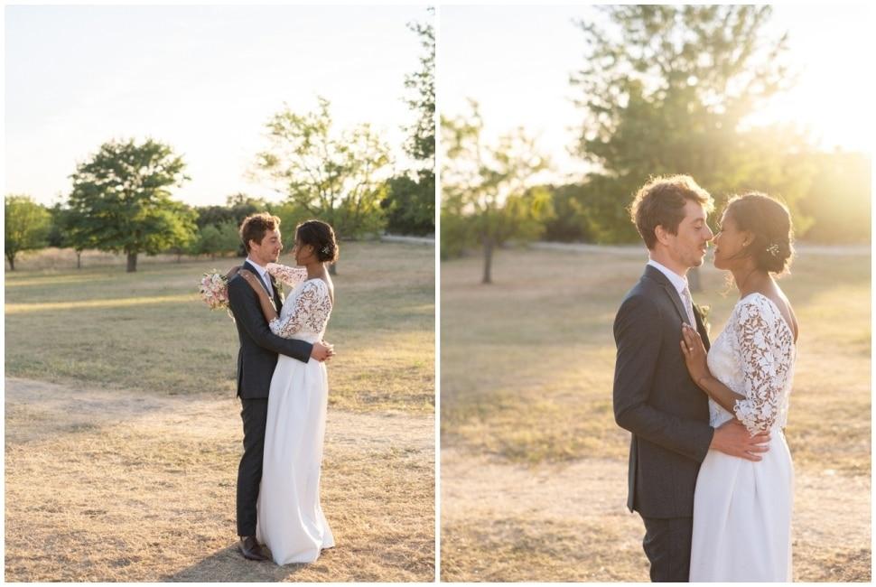 les mariés à la golden hour à grignan dans la drome