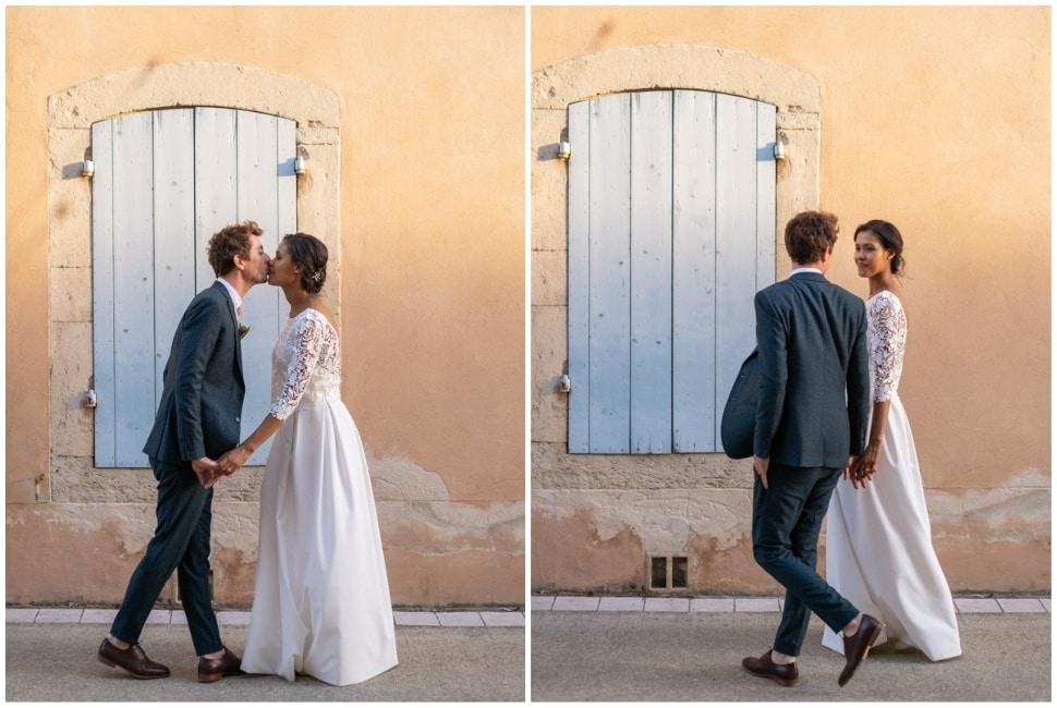 les mariés dans les rues de grignan