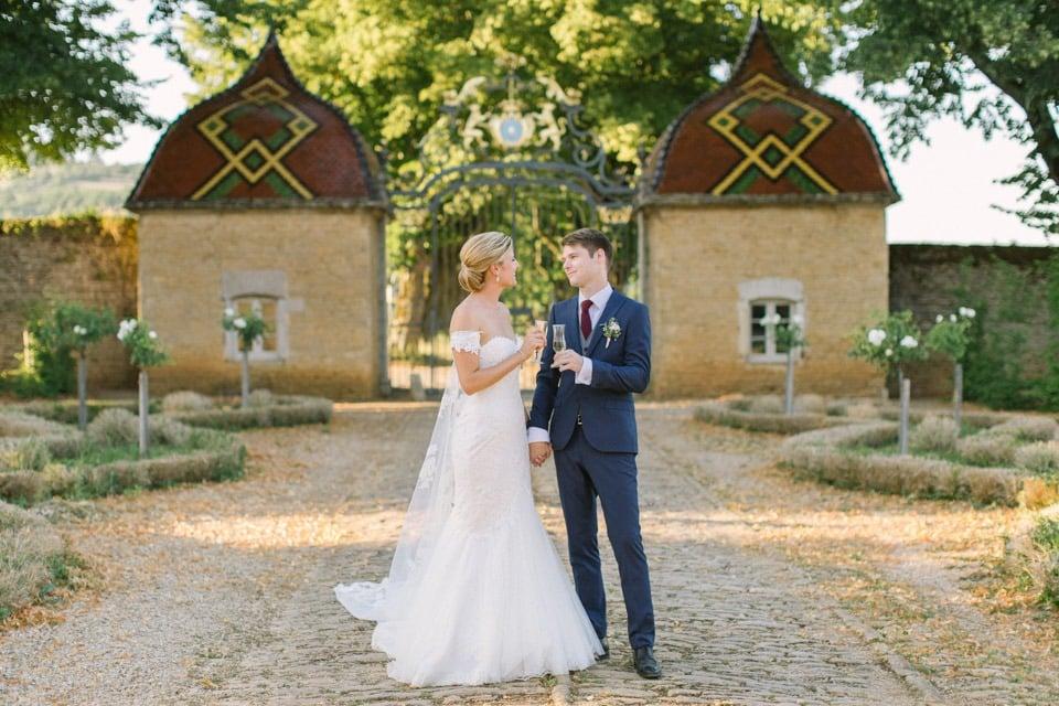 les mariés au chateau de pierreclos
